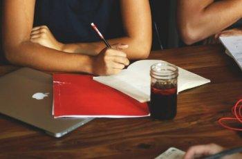 Como fazer um briefing: 11 perguntas para a agência fazer ao cliente