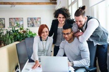 Como contratar um profissional de marketing digital: 7 dicas para empresas e agências